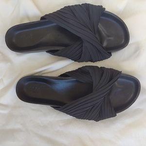 Seed Heritage size 39 black slides shoes